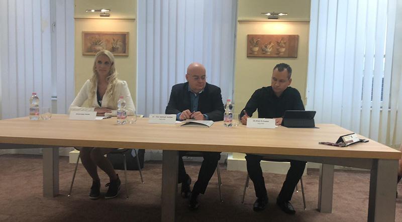 dr. Kiss D. Csaba ügyvéd - fotó - sajtótájékoztató